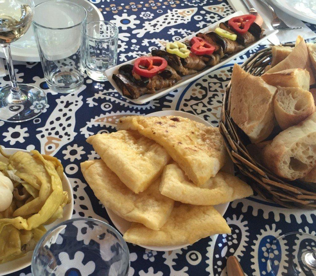 khachanpuri, georgian cheesy bread