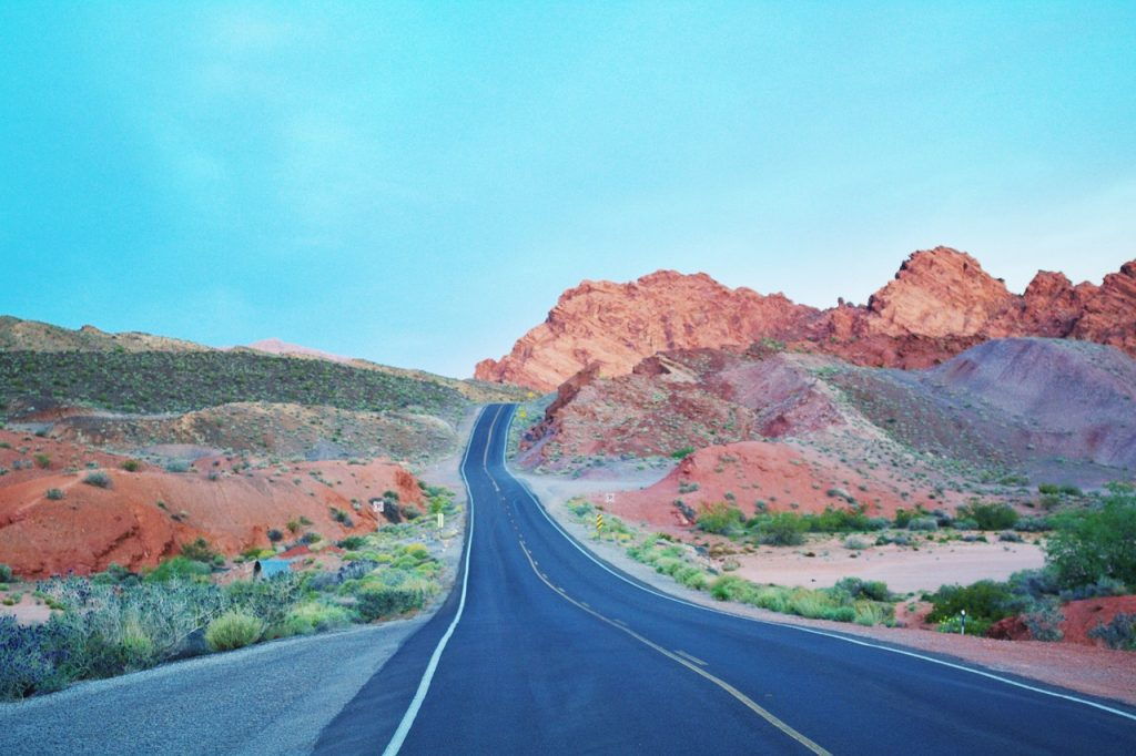 A girls guide to hitchhiking. Tips for women who want to hitchhike safely.